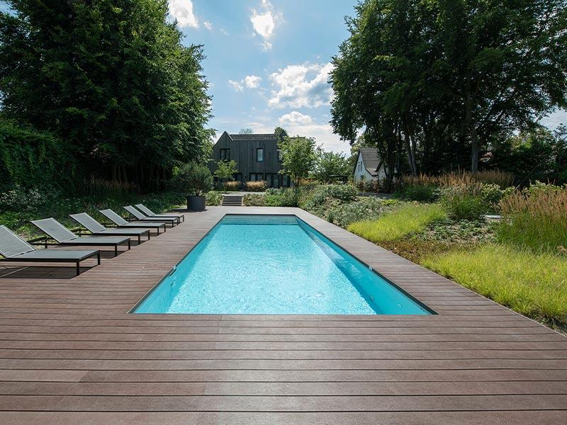 Buitenparket houten vlonder rond zwembad