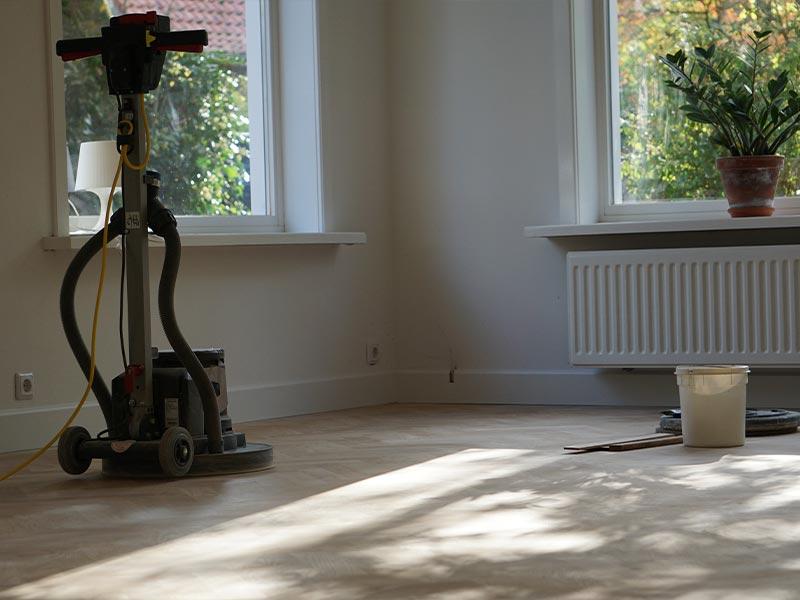 Olieen van houten vloeren met boenmachine voor houten vloeren - Avalon Parket